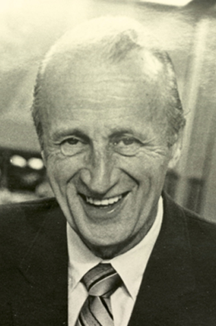 Lloyd Saunders